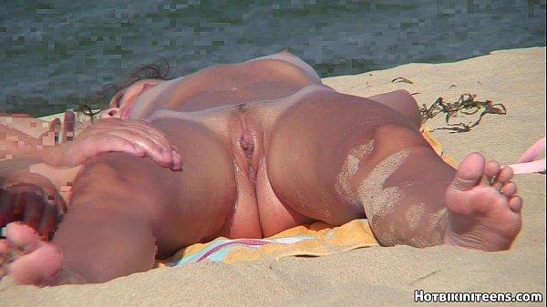 Esposa pelada na praia