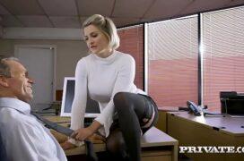 Chefé fodendo a secretaria