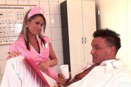 Enfermeira porno com gostosa dando pro paciente