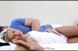 Esposa acordando com tesão