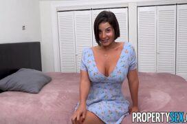 Filme de sexo com a morena de belos seios grandes