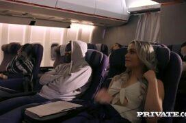 Mulher fodendo no avião