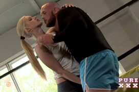 Novinha dando pro professor de boxe