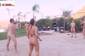 Novinhas fazendo suruba ao ar livre