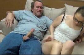 Pai e filha transando