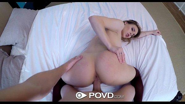 Porno grati loira bucetuda cavalgando no pau de seu colega de trabalho