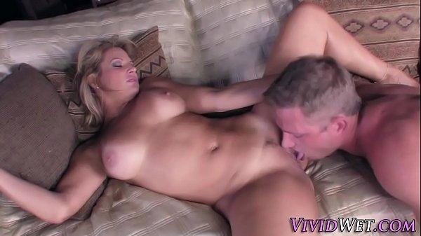 Comeu a irmã e a mãe sexo fazendo incesto tesudo