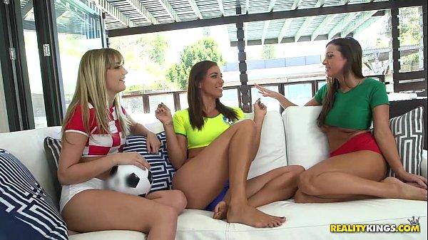 Tres mulheres se pegando