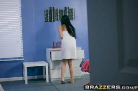 Video sexo comendo uma garota peituda e magrinha