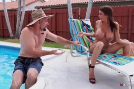 Baixar gratis porno de peituda tomando banho de sol e fodendo
