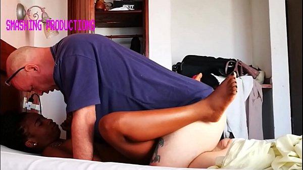 Empregada negra fodendo bem gostoso com seu chefe cacetudo
