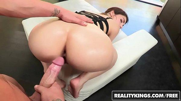 Juliana loira rabuda sentando na pica com força