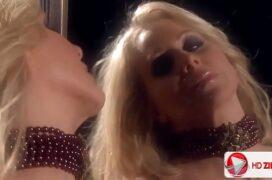 Julia safada se masturbando