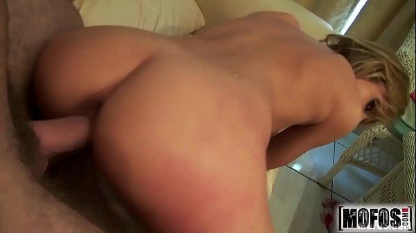 Loira gostosa sentando na piroca grossa de marido acabou no xvideos