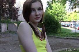 Lovecam de garota magrinha de seios pequenos e branquinha na transa