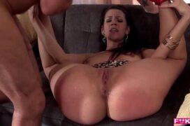 Moren porn rabuda safada dando sua buceta grande para seu marido