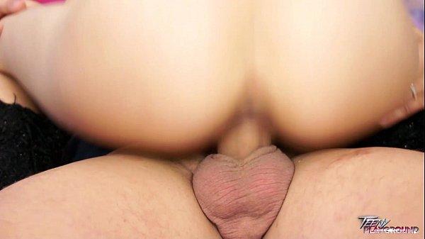 Morena safada dando seu rabo para seu parceiro da bengala grande e grossa