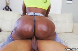 Porno brasileiro caseiro negra gostosa sentando na piroca grossa de seu amigo dotado