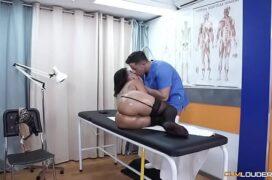 Porno bunda medico comendo sua paciente escondido caiu na net