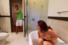 Red tub de garoto comendo a tia e também a sua prima
