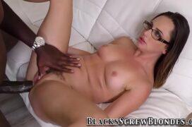 Sexlog anal dotado negro comendo cu de branquinha