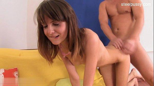 Sexy magrinha dando de quatro para seu companheiro da pica grande