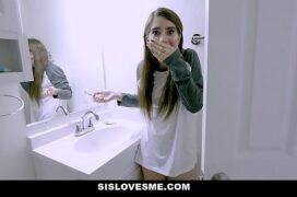 Video porno de ninfetinha chupando pica dura e transando de quatro