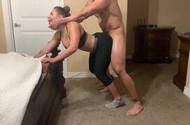 Videos eroticos de caseira mamando e dando a buceta de quatro no quarto