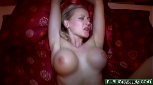 Vídeos gratuitos de sexo comendo loira de noite