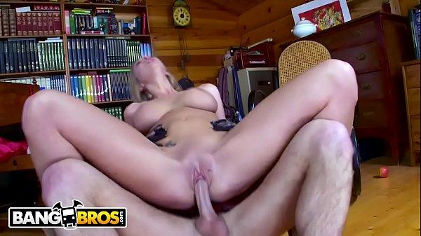 Bangporn loira peituda fodendo com seu amigo do cacete grande