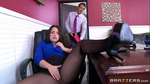 Filme porno pegando a secretária se masturbando e comendo o cu da safada