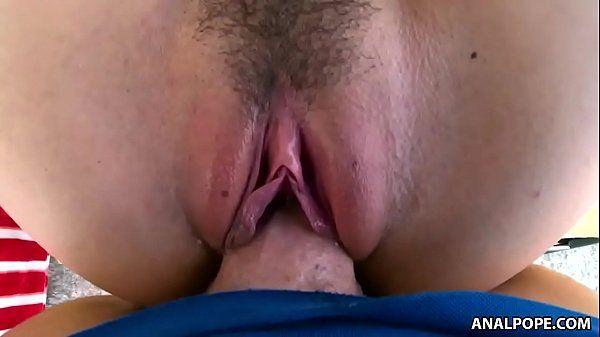 Fodendo a bucetinha greluda rosada da branquinha