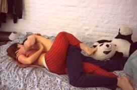 Free porn comendo a namorada nua na cama