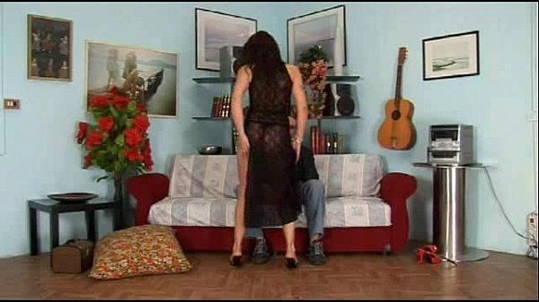 Gostosa sentado no pau do marido