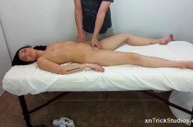 Massagem erótica com a morena boqueteira
