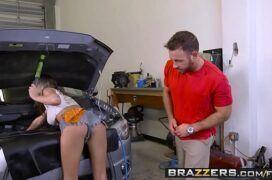 Mecânica feminina na transa quente com o homem