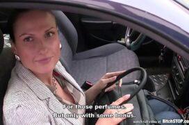 Novinha comendo a corao no carro dela