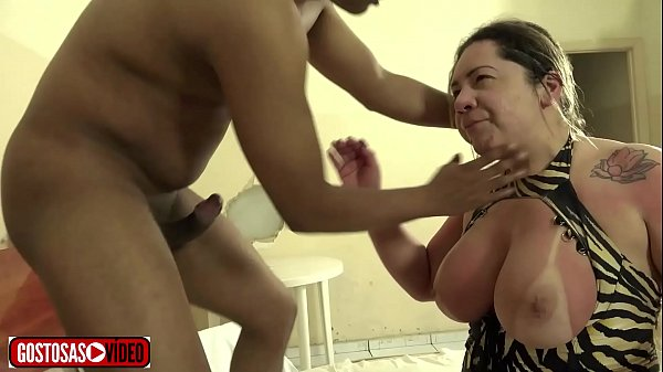 Novinho fodendo a madrasta peituda com força