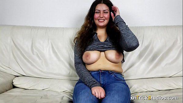 Porno gratuito comendo uma linda peituda safada
