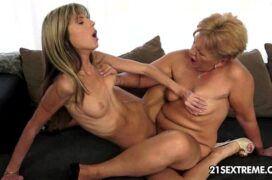 Porno lésbica novinha transando com mulher velha