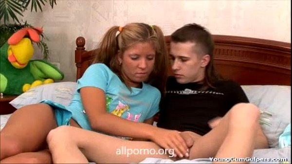 Sexo com a namoradinha na casa dela