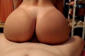 Sexo com gostosa cuzuda sentando na pica