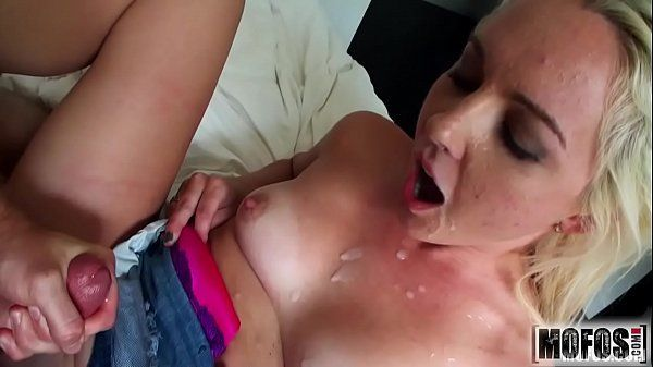 Virgindade da novinha em transa com o namorado