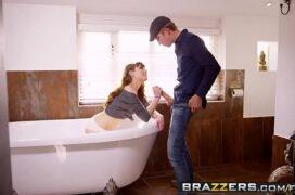 Zxvideos de homem dotado comendo ninfetinha no banheiro