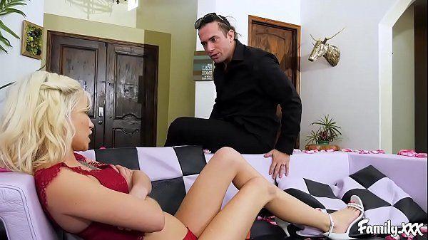 Assistir filmes pornô pegando a loira magrinha e comendo a gata