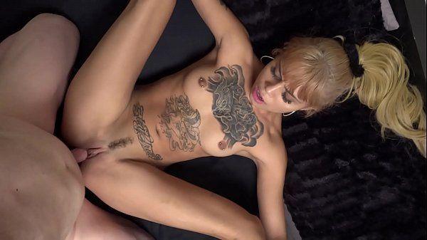 Gp1 porno com uma loira magra e tatuada