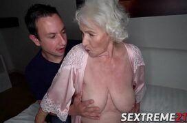 Porno brasileiro comendo a velha tarada