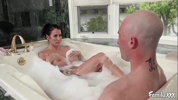 Tube galore homem careca comendo muito a gostosa no banho