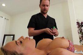Tv zona de vadia linda tendo sua bunda e peitos massageados para transar
