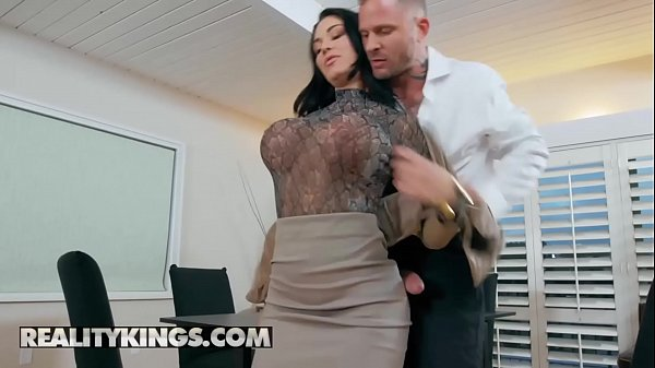 Porno dormindo traçando a novinha na casa dos pais